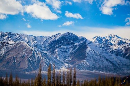 Gratis stockfoto met bergen, bergketen, bergtop, blauwe lucht