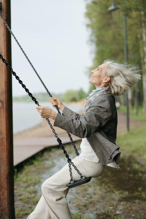 Photos gratuites de âgé, amusement, arrière-plan flou