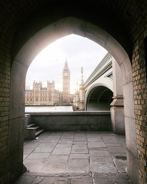Бесплатное стоковое фото с арки, архитектура, башня, внутренний двор