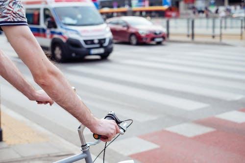 サイクリスト, トラフィック, 救急車の無料の写真素材