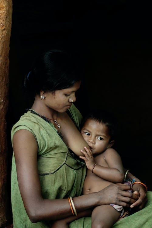 Gratis stockfoto met borstvoeding, kind, kinderopvang