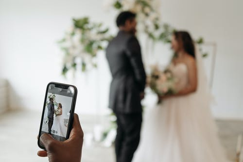 Darmowe zdjęcie z galerii z małżeństwo, mobilna kamera, pan młody