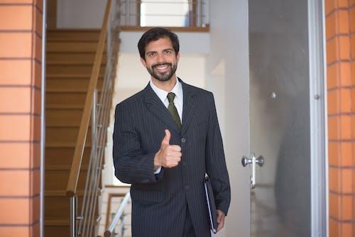 Photos gratuites de agent immobilier, approuver, homme barbu
