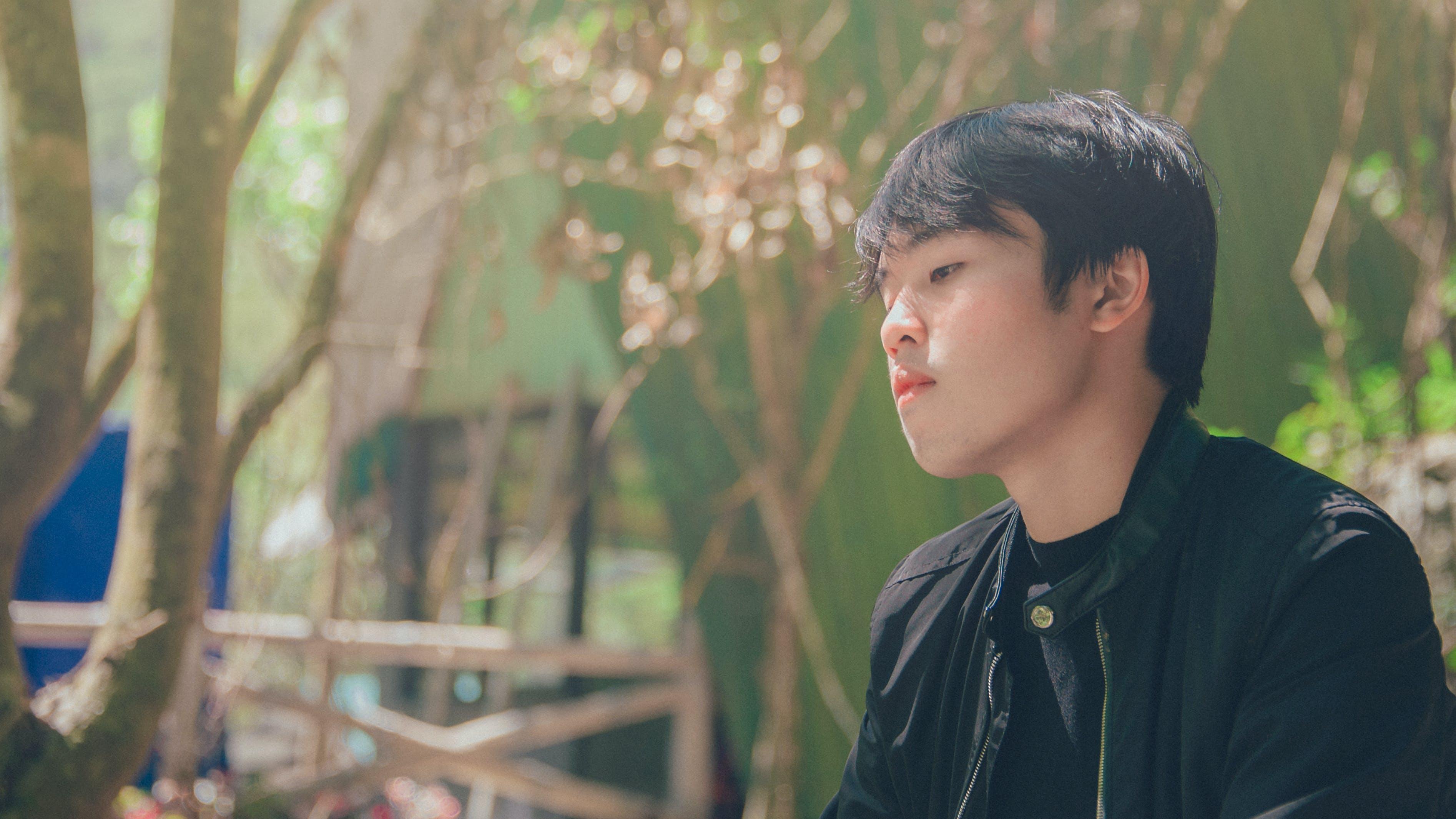 Безкоштовне стокове фото на тему «Азіатський хлопчик, азіатський чоловік, вираз обличчя, Денне світло»