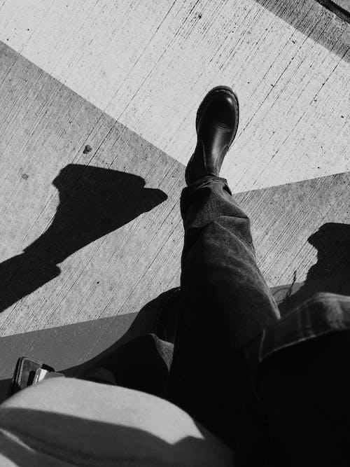 Ingyenes stockfotó álló kép, árnyék, cipő témában