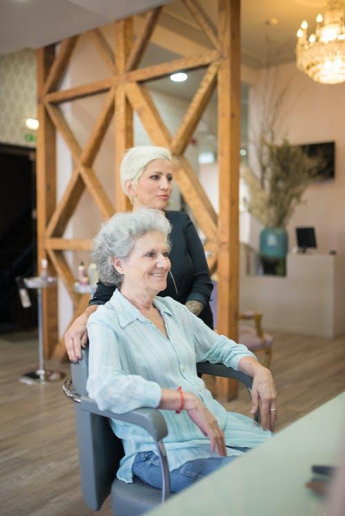 Foto profissional grátis de cabeleireiro, cadeira, cátedra