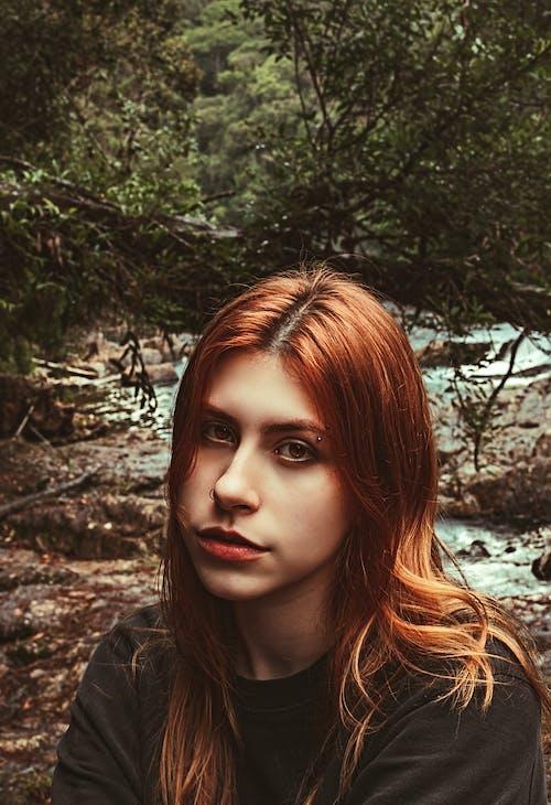 Foto profissional grátis de ao ar livre, atraente, bonita