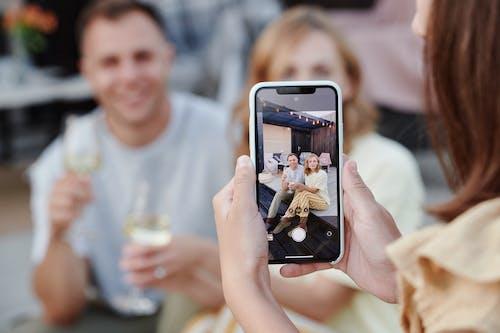 Základová fotografie zdarma na téma dívání, dvojice, focení
