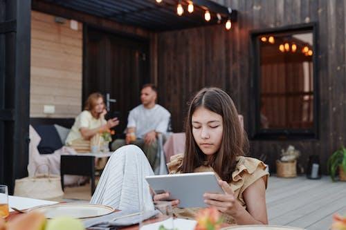 Základová fotografie zdarma na téma čtení, digitální tablet, dítě