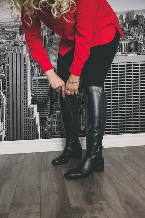 Fotos de stock gratuitas de atractivo, botas, botas de cuero