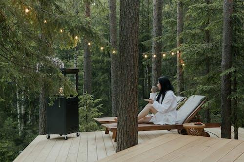 Gratis stockfoto met badjas, bomen, Bos