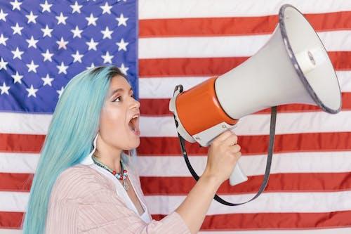 Gratis stockfoto met amerikaanse vlag, blanke vrouw, box