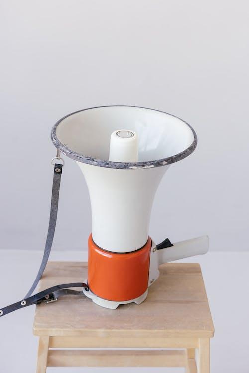 Megafoon Bovenop Houten Oppervlak