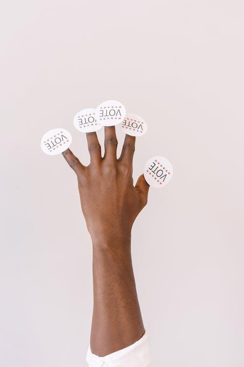 Δωρεάν στοκ φωτογραφιών με shot στούντιο, αυτοκόλλητη ετικέτα, δάχτυλα
