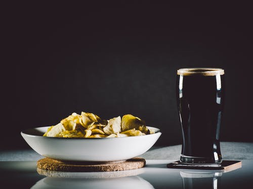 Kostenloses Stock Foto zu abend, bier, chips, coca cola