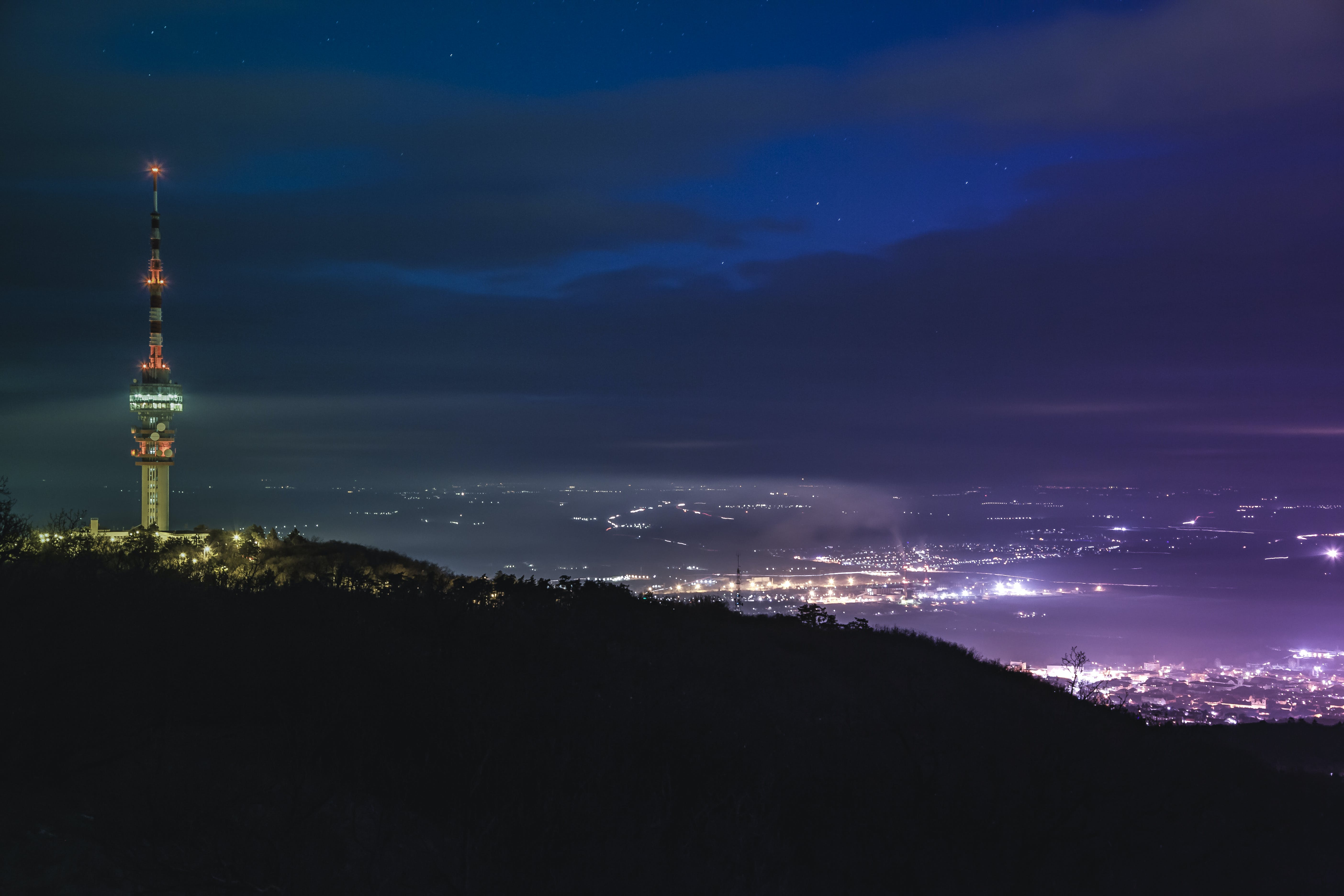 Kostenloses Stock Foto zu beleuchtung, berg, dunkel, himmel