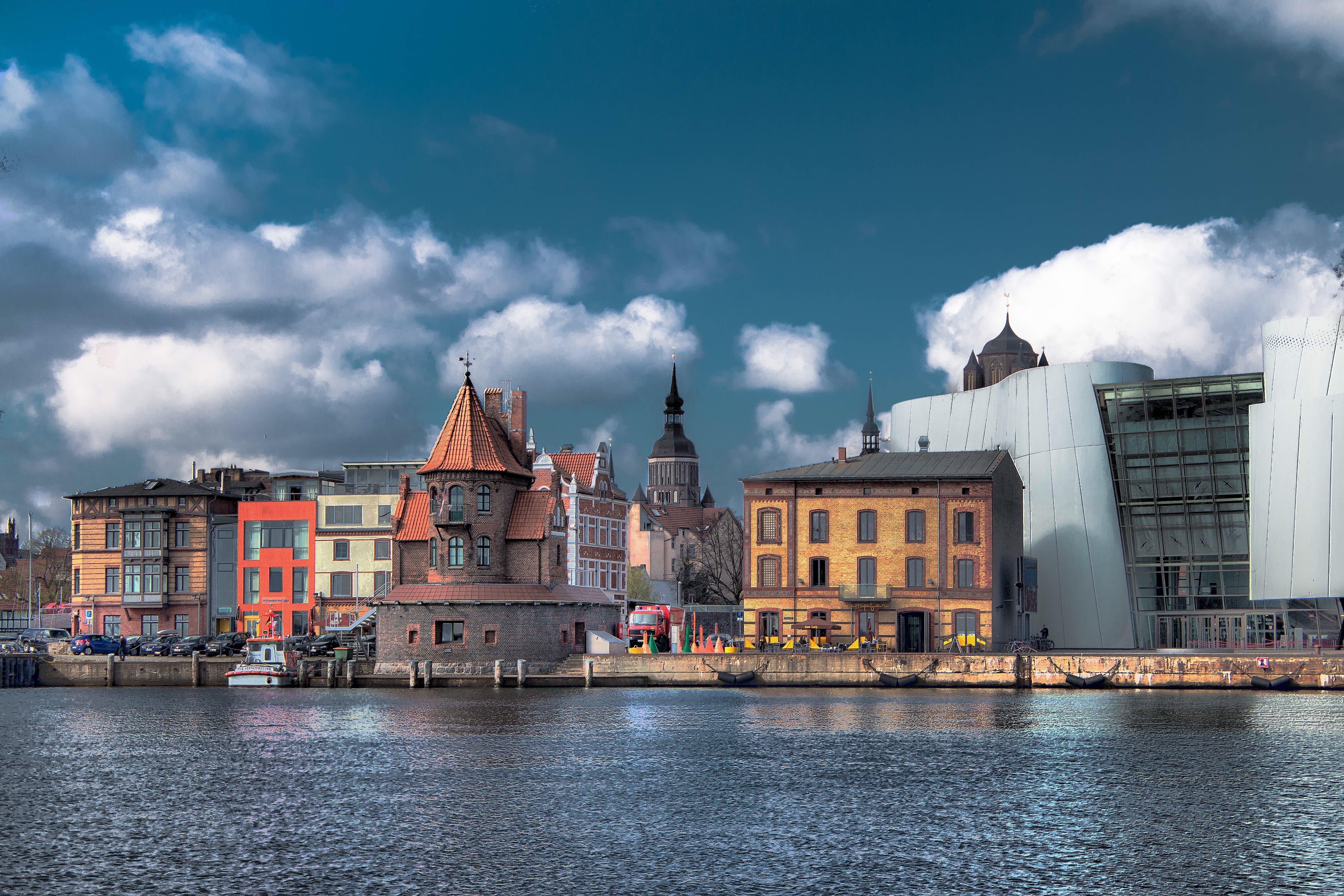 Foto d'estoc gratuïta de aigua, arquitectura, cel, ciutat