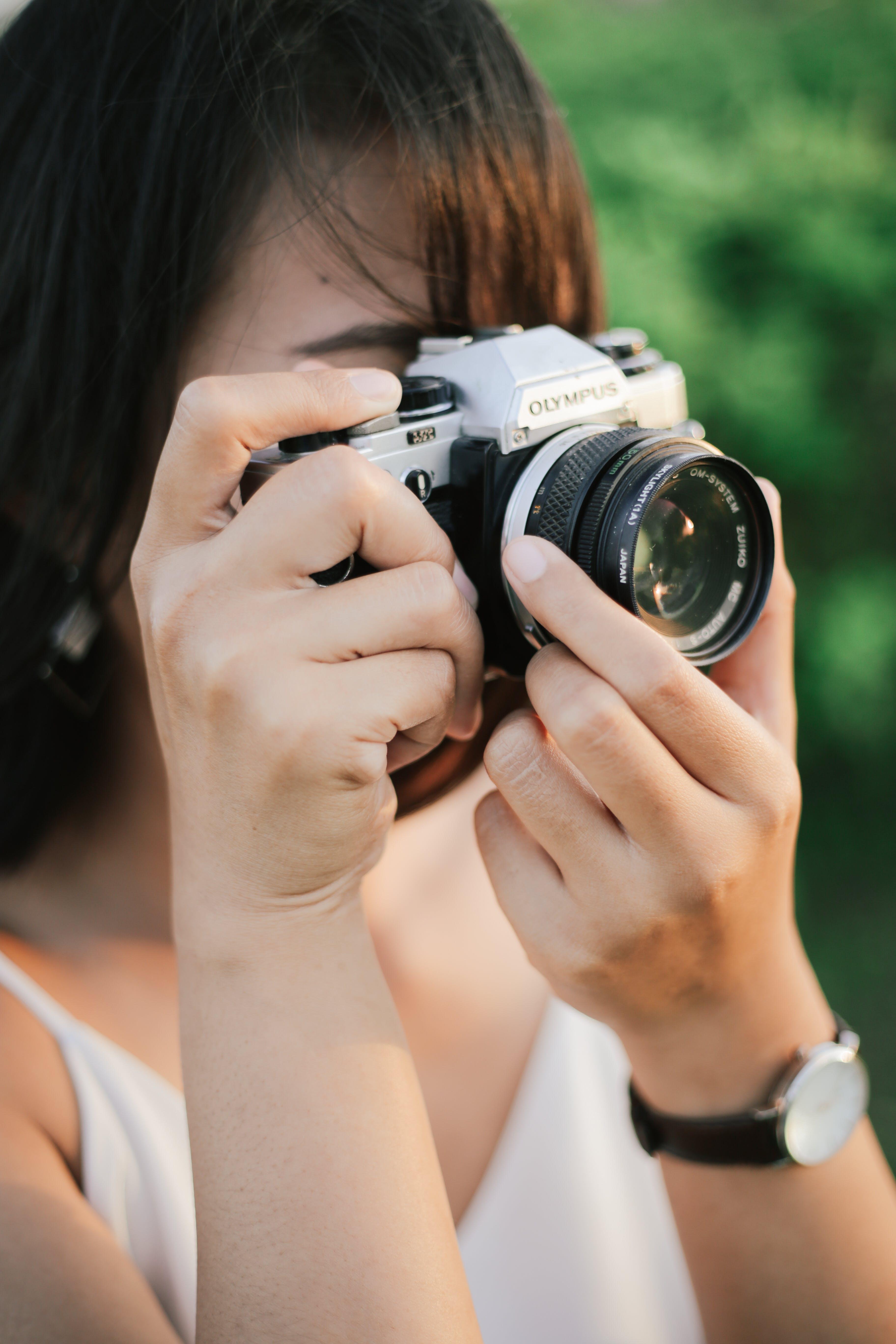 Free stock photo of analog camera, asian girl, olympus, olympus om 10