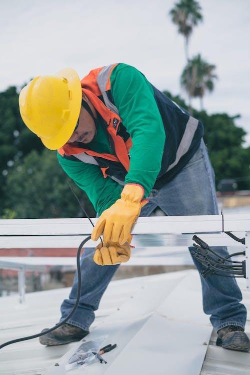 Fotos de stock gratuitas de casco de seguridad, electricista, equipo de protección personal