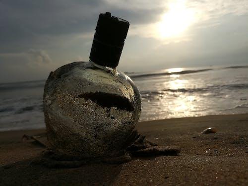 Gratis arkivbilde med flaske, sandstrand, sjø, utendørsutfordring