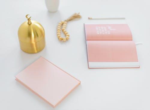 Foto stok gratis barang dagangan, bayi berwarna merah muda, berwarna merah muda