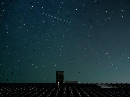 Бесплатное стоковое фото с звезды, космос, крыша, млечный путь