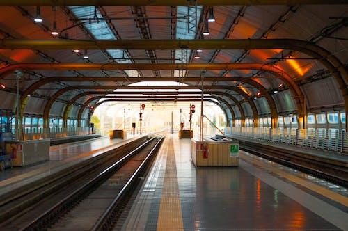 Foto d'estoc gratuïta de arquitectura, buit, edifici, estació