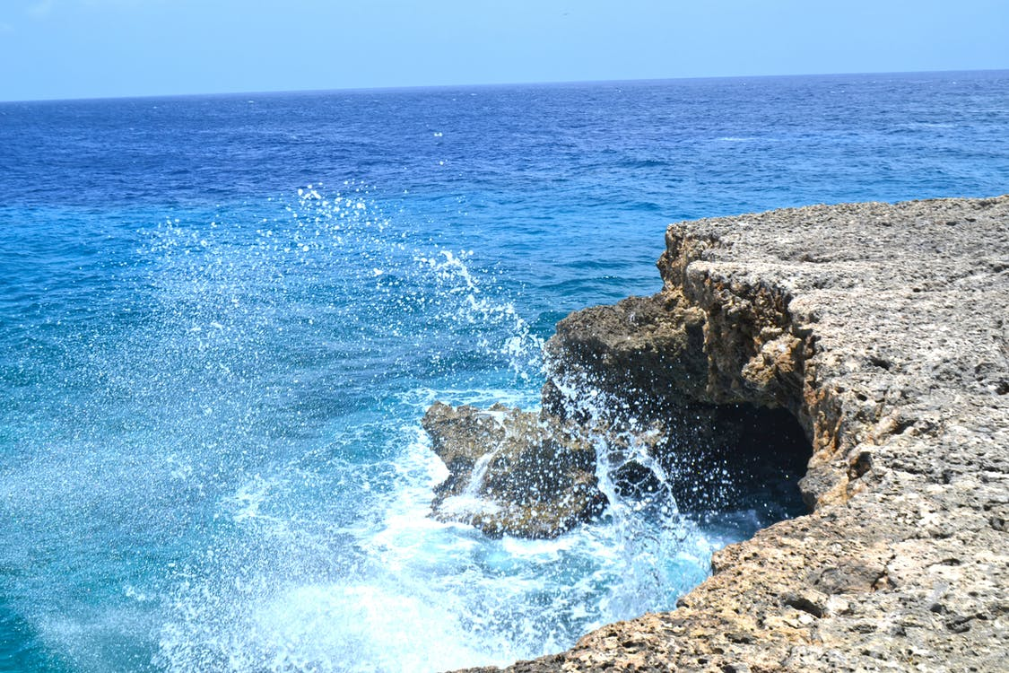 água, beira-mar, borrifar