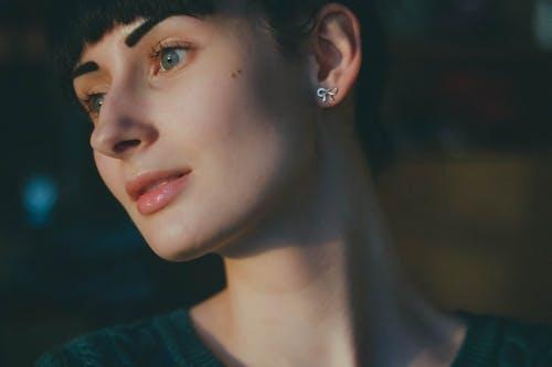 Základová fotografie zdarma na téma brunetka, holka, krátké vlasy, model