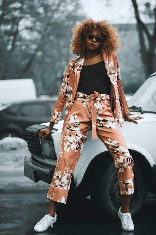 アウトドアチャレンジ, アフリカ系アメリカ人女性, サングラス, ファッションの無料の写真素材