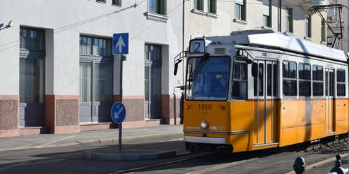 Gratis stockfoto met #budapest #tram #yellow #city