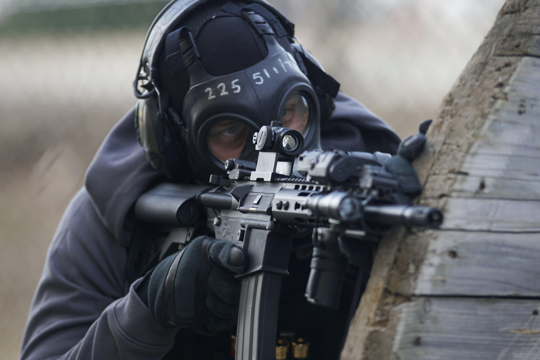 Kostenloses Stock Foto zu action, bewaffnet, gewehr, helm