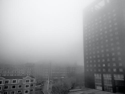 Darmowe zdjęcie z galerii z budynki, klatka schodowa, mgła, niesamowity