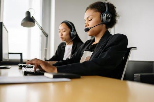 Gratis stockfoto met call center agent, callcenter, kantoor
