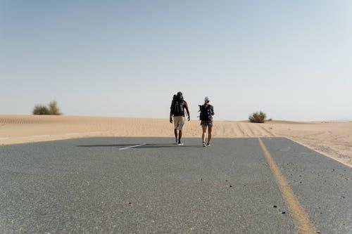 Fotos de stock gratuitas de aventura, caminando, de espaldas