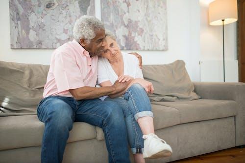 Foto stok gratis cinta, dalam ruangan, di rumah