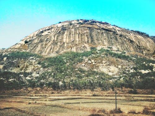 Бесплатное стоковое фото с #мобильныйчелендж, гора, горный хребет, заброшенное здание