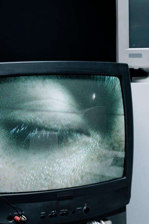 adam, dikey, ekran içeren Ücretsiz stok fotoğraf