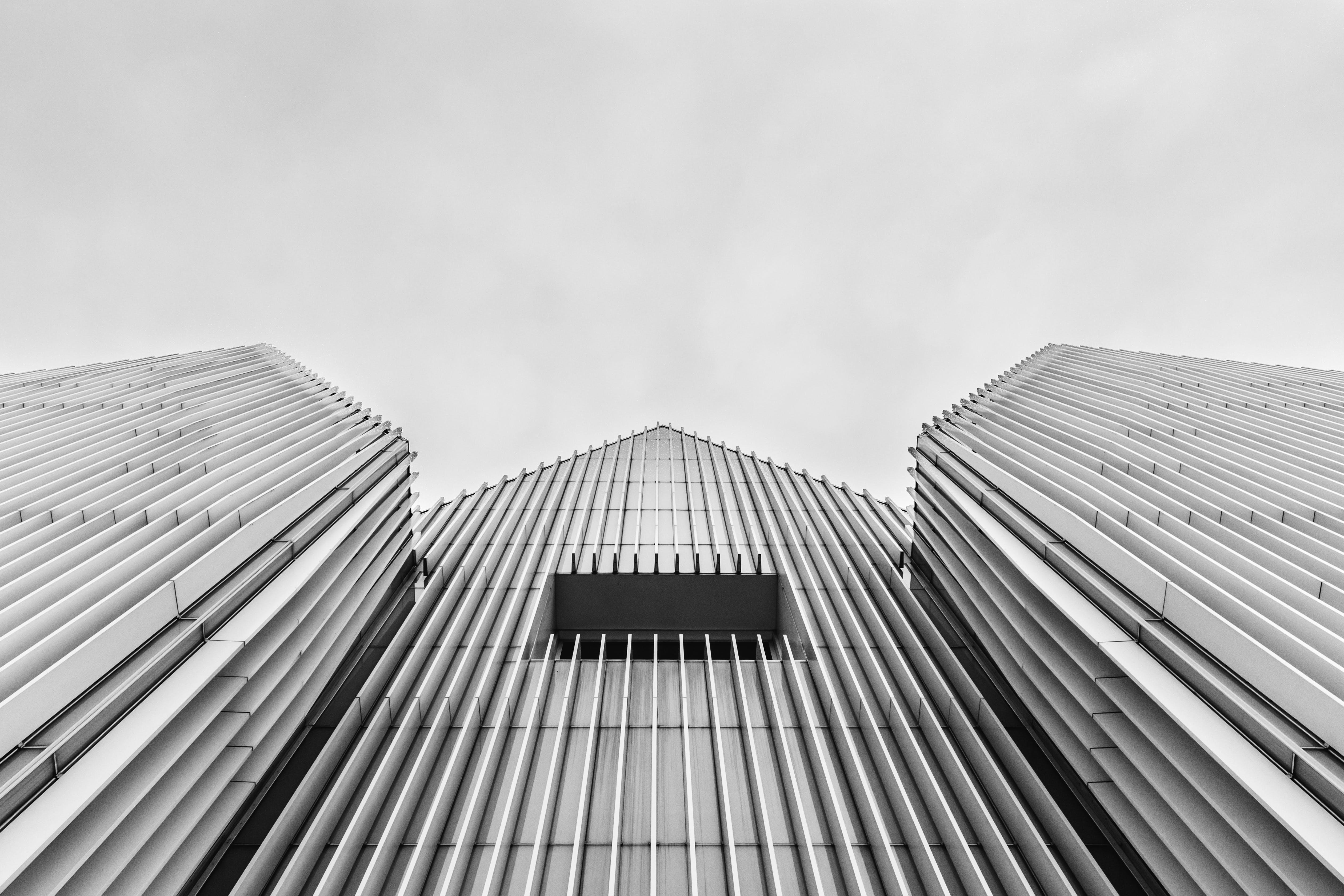 Darmowe zdjęcie z galerii z architektura, budynek, czarno-biały, futurystyczny