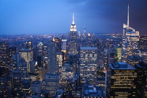 Безкоштовне стокове фото на тему «архітектура, багатоповерховий, будівлі, вежа»