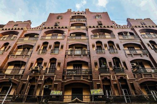 Foto d'estoc gratuïta de arquitectura, balcons, dia, edifici