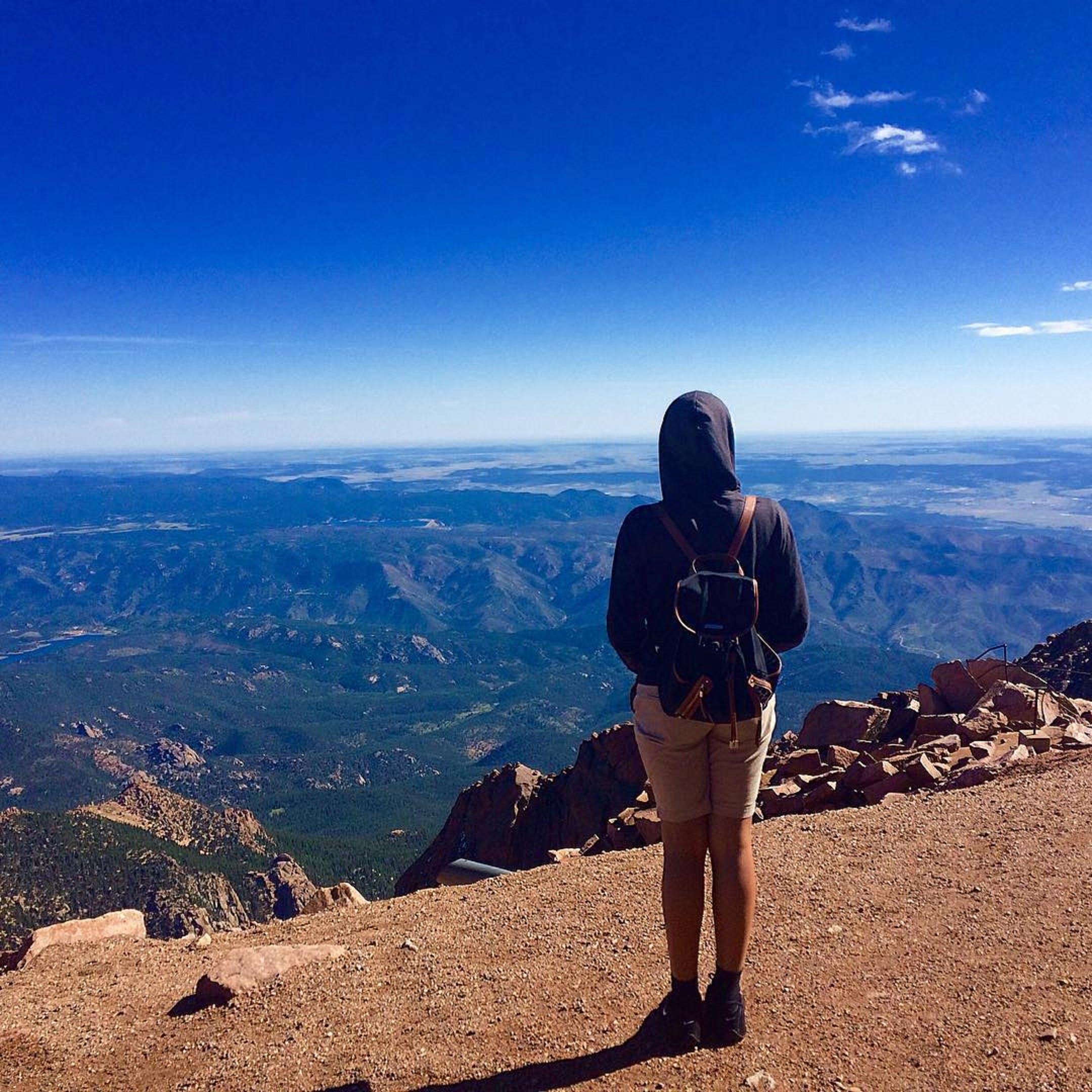 Gratis stockfoto met achteraanzicht, avontuur, backpack, beklimmen