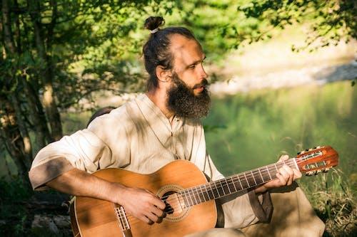 人, 原聲吉他, 坐 的 免费素材图片