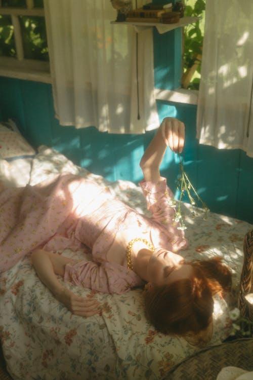 Ingyenes stockfotó ablak, ágy, álló kép témában
