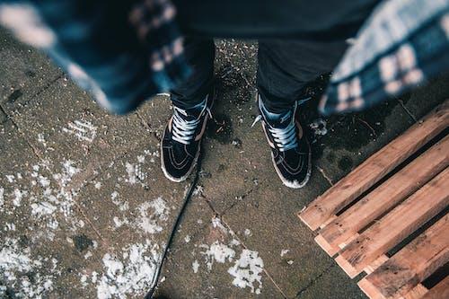 Foto profissional grátis de calçados, homem, moda, pernas