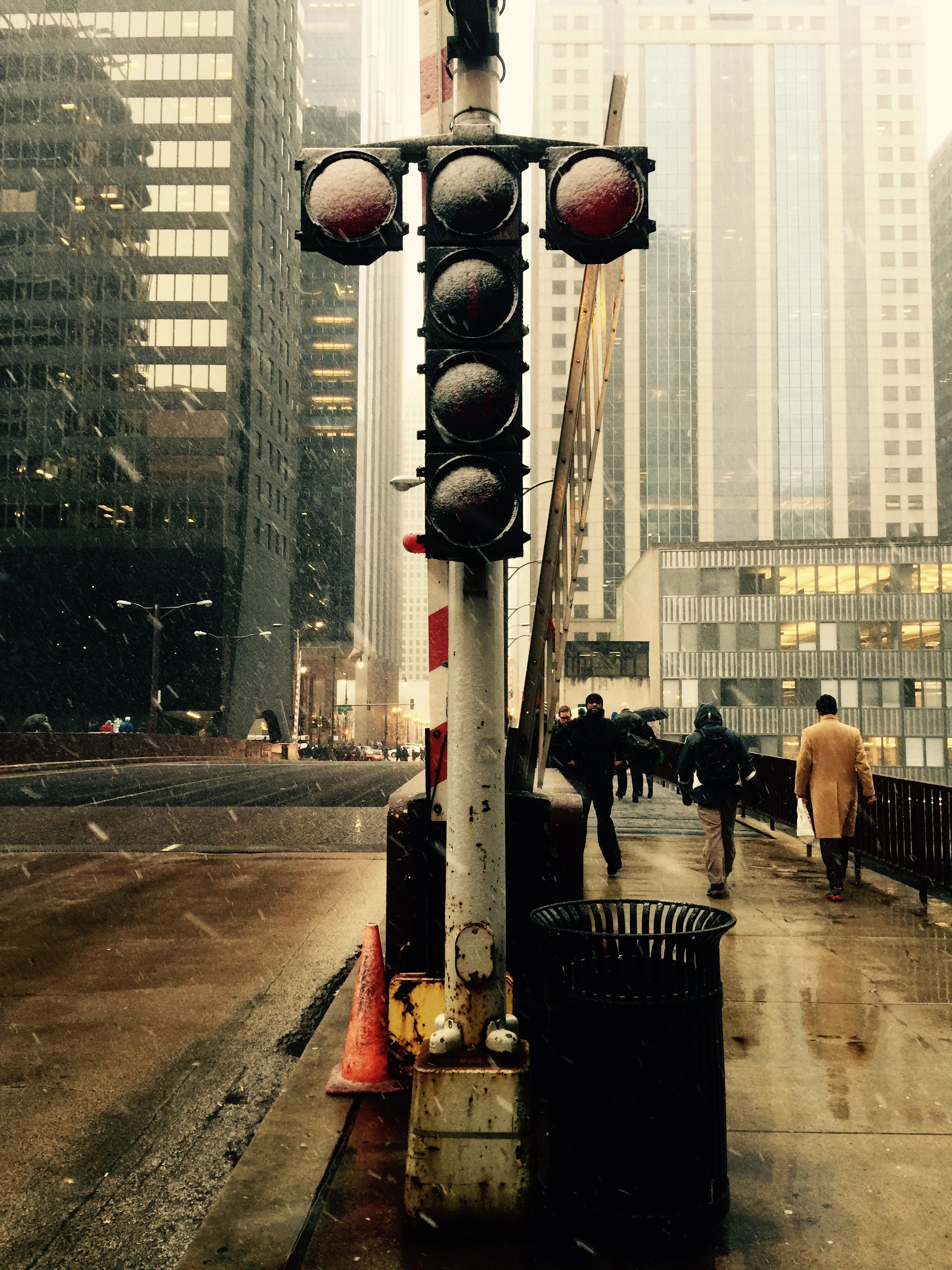 Traffic Light on Road High-saturated Photography
