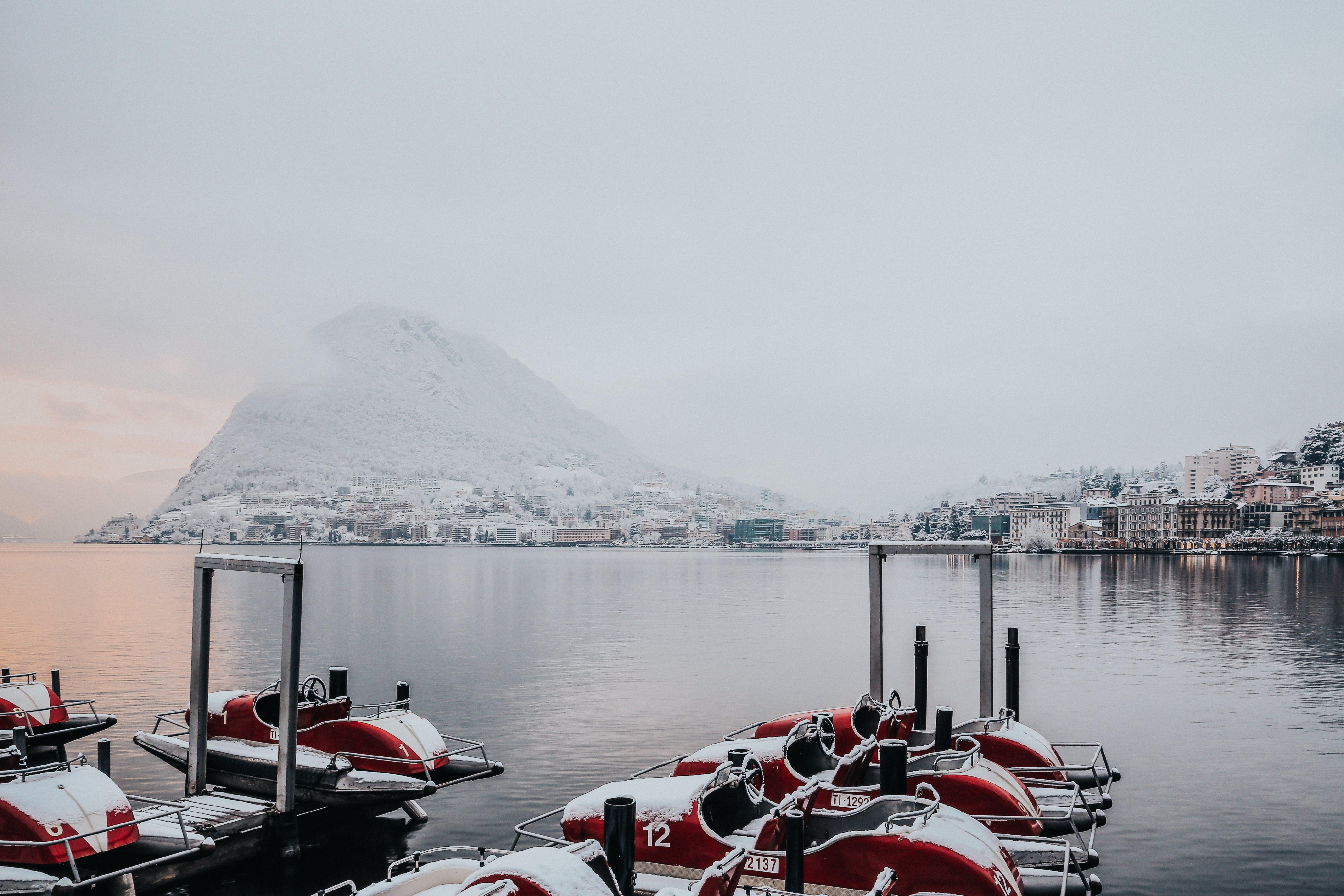Základová fotografie zdarma na téma bílá, cestovní ruch, člun, dok