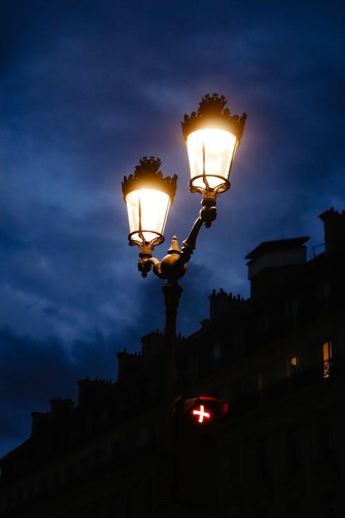 Fotos de stock gratuitas de apliques, azul oscuro, calle de la ciudad