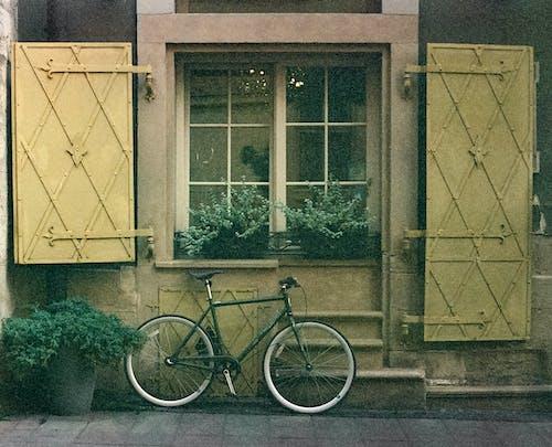 Gratis arkivbilde med arkitektur, by, bycicle