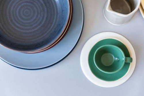 Foto profissional grátis de amontoado, caneca, cerâmica